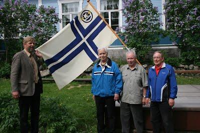 Suomen Kanoottiliiton vanha lippu luovutettiin Suomen Melontamuseolle 2010